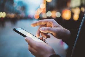 bedienung eines smartphones