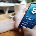 Wer mit Bitcoin bezahlen will, muss einiges beachten. Wir zeigen wie die Bezahlung per BTC funktioniert.