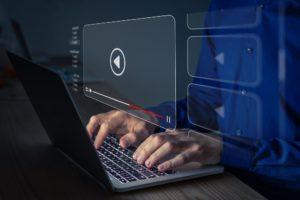laptop mit einem stream